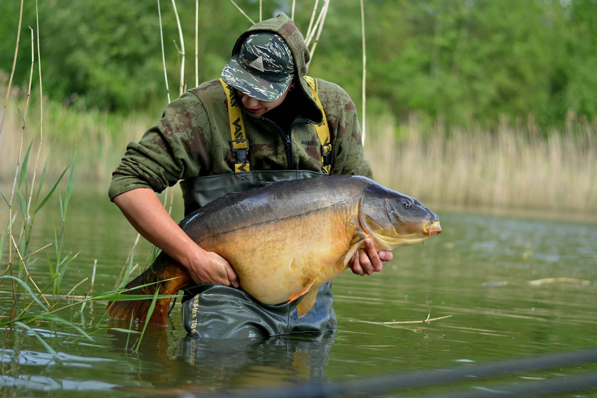 Bram Bijkerk vangt Karper bij Fishing Adventure Enschede